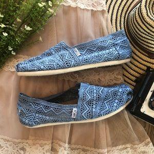 Blue Lace TOMS Flats Shoes Crochet Sneakers 9.5